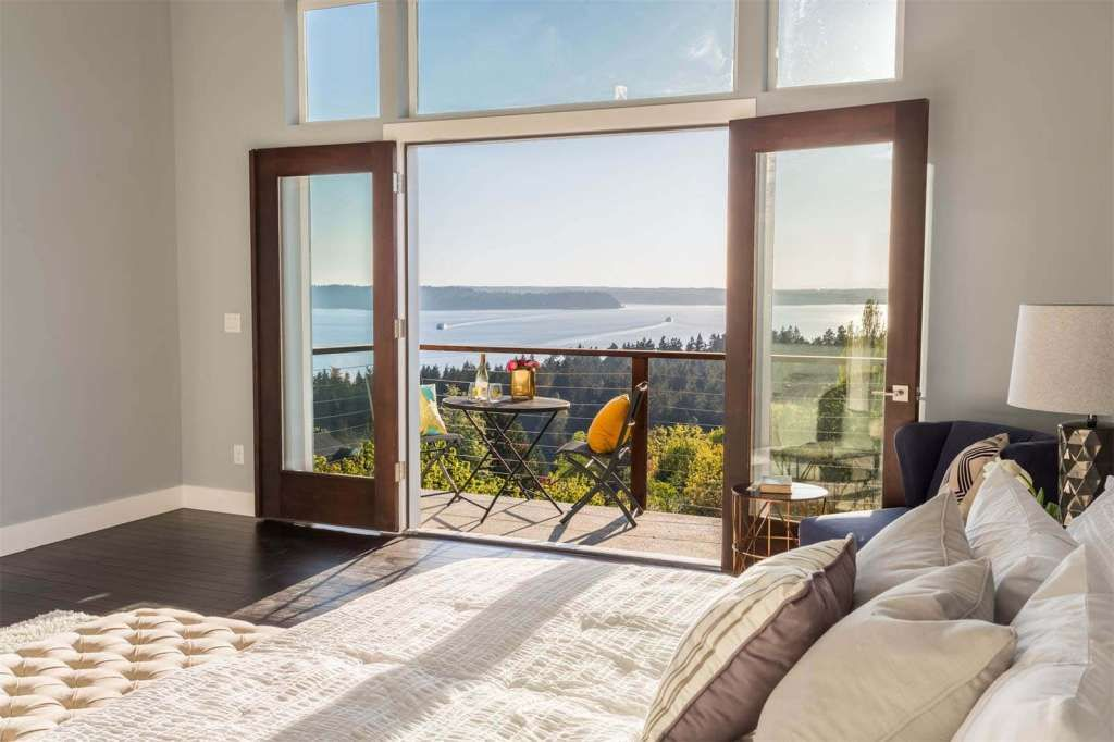 The master bedroom has its own deck. Photo: Courtesy Of Realogics Sotheby's International Realty / Courtesy of Realogics Sotheby's International Realty