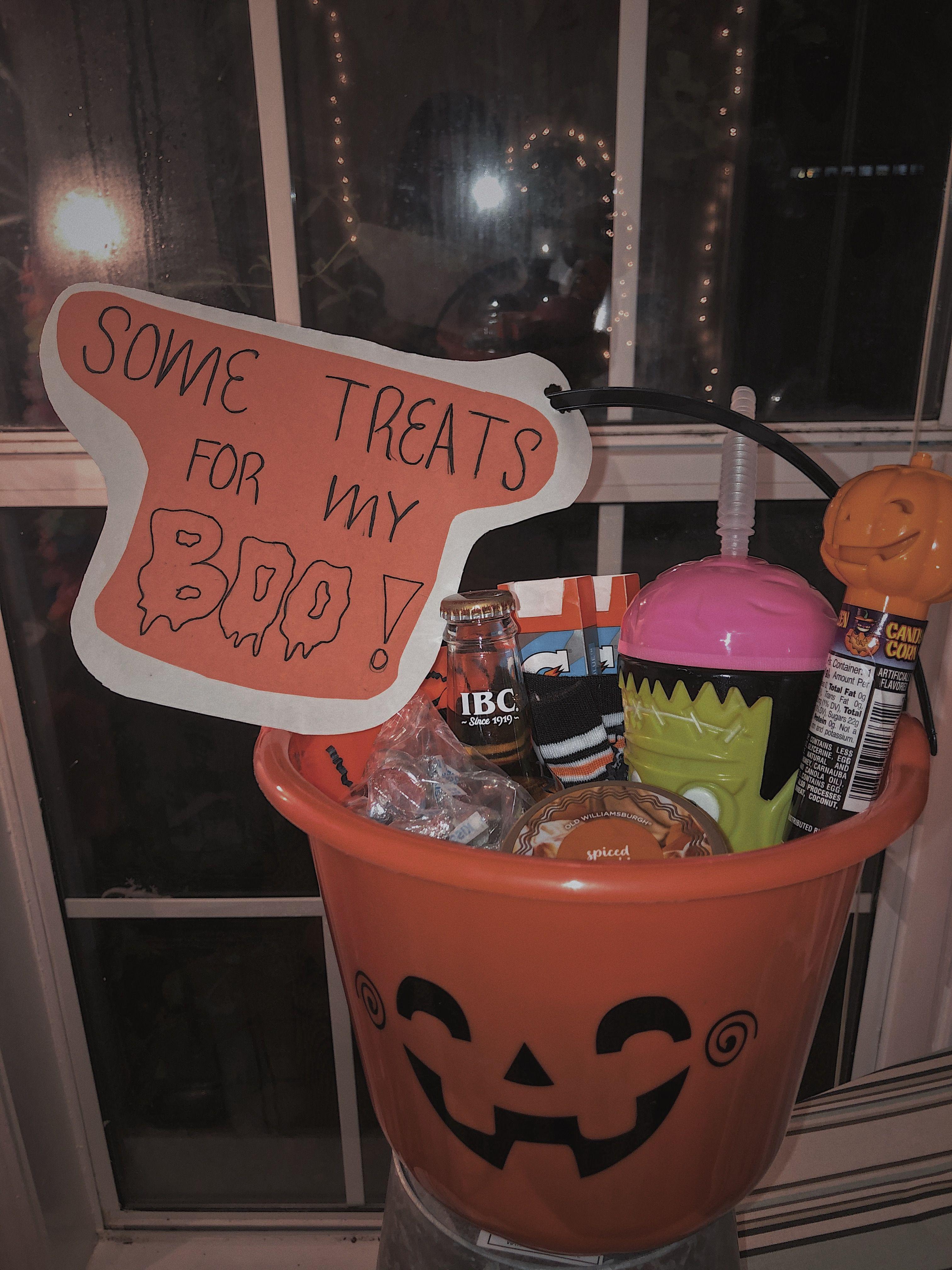 Spooky Szn Basket Forboyfriend Boyfriend Halloween Halloweenbasket Boo Candy Giftidea Halloween Care Packages Halloween Gift Baskets Diy Halloween Gifts
