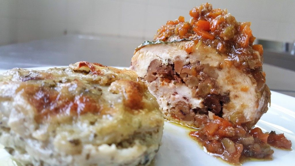 rollè di pollo con funghi e castagne tortino di topinambur 3
