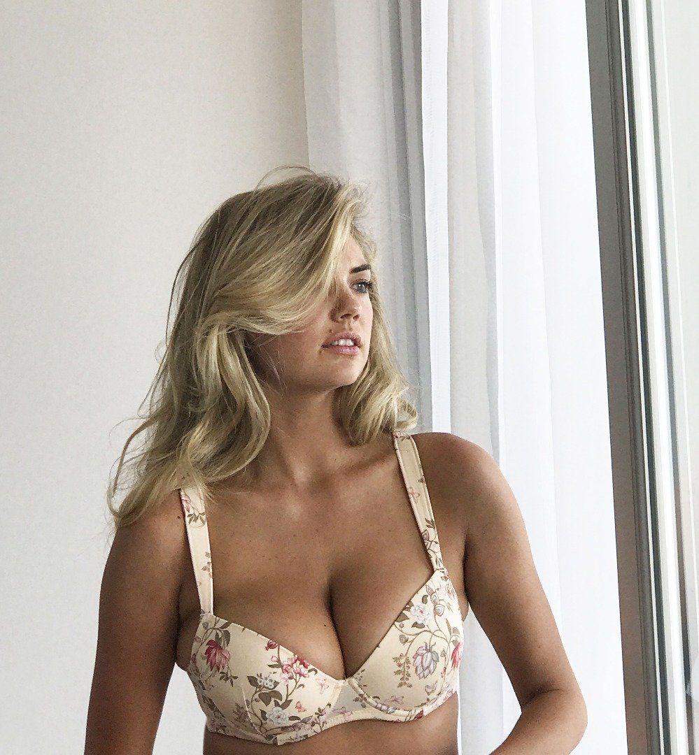 Hottest hollywood bikini babes