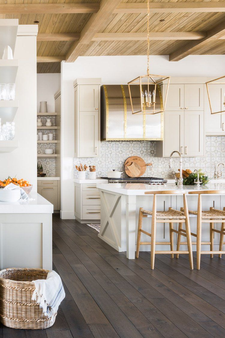 Visite Decoration Chalet Blanc Cuisine Traditionnelle Esprit Montagne # Cuisine #déco #décoration #montagne