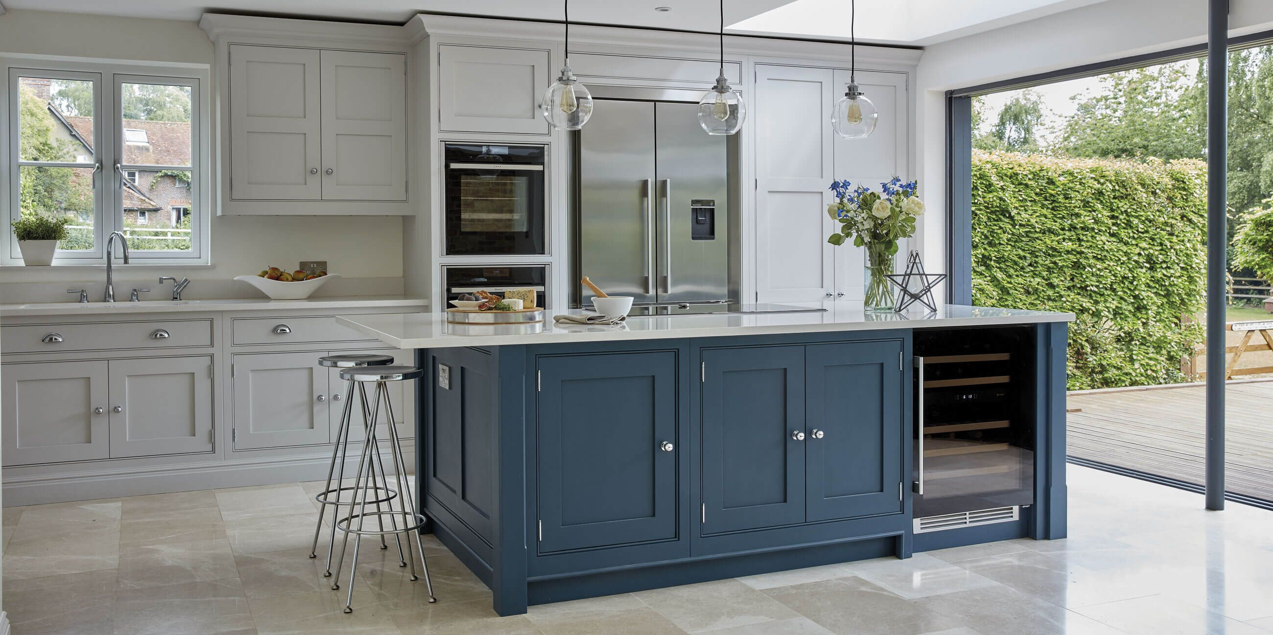 Classic Painted Kitchen | Shaker kitchen, Modern shaker ...