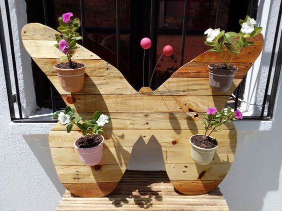 This Pallet Butterfly Planter Wall Art Only Took About 5 Hours To Make And It Was An Easy Pallet Home Decor Pallet Wall Decor Home Depot Christmas Decorations