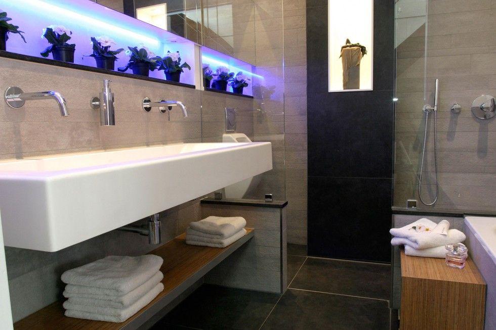Inloopdouche Met Wastafelblad : Inspirerend extra brede wastafel in badkamer met inloopdouche