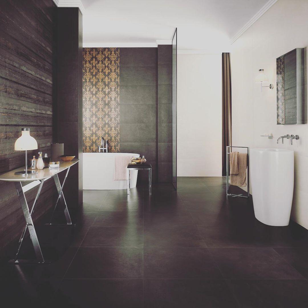 Design Badezimmer Anthrazit In Kombination Mit Einer Anthrazit Gold Dekorfliese Bathroom Bathroomdesign Blacktile Reutte Spa Be Home Decor Decor Bathtub