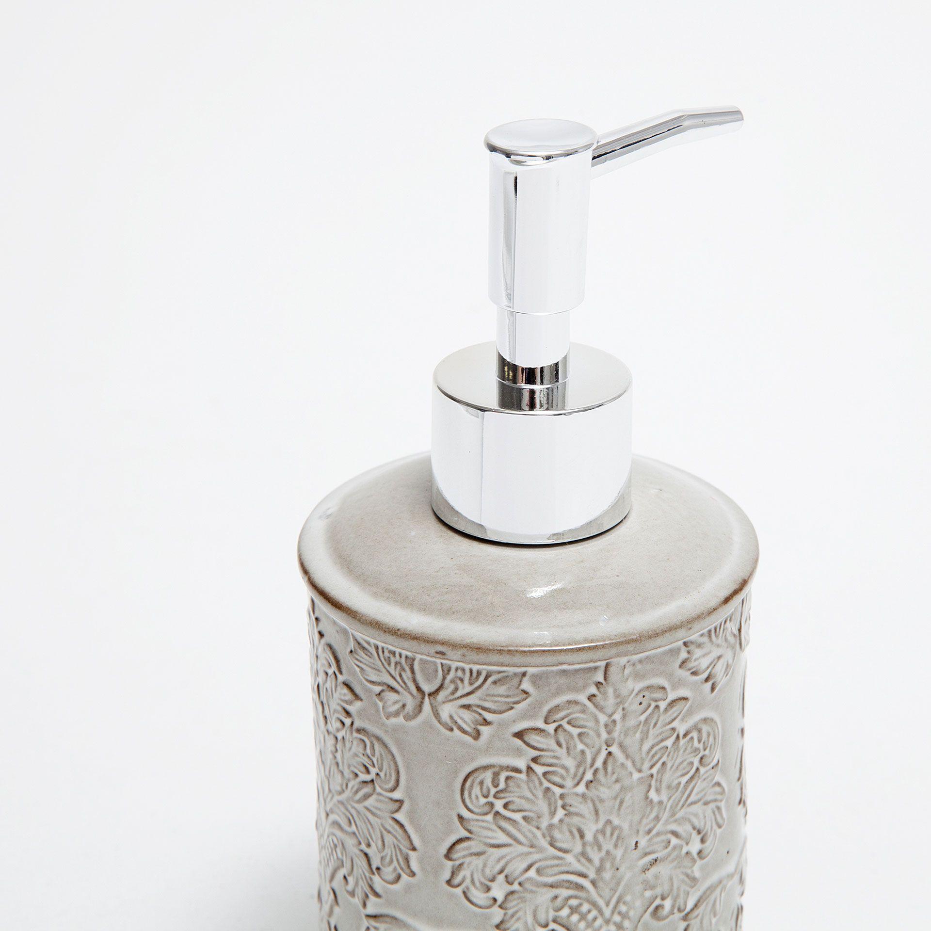 Accessoires de bain céramique motif relief