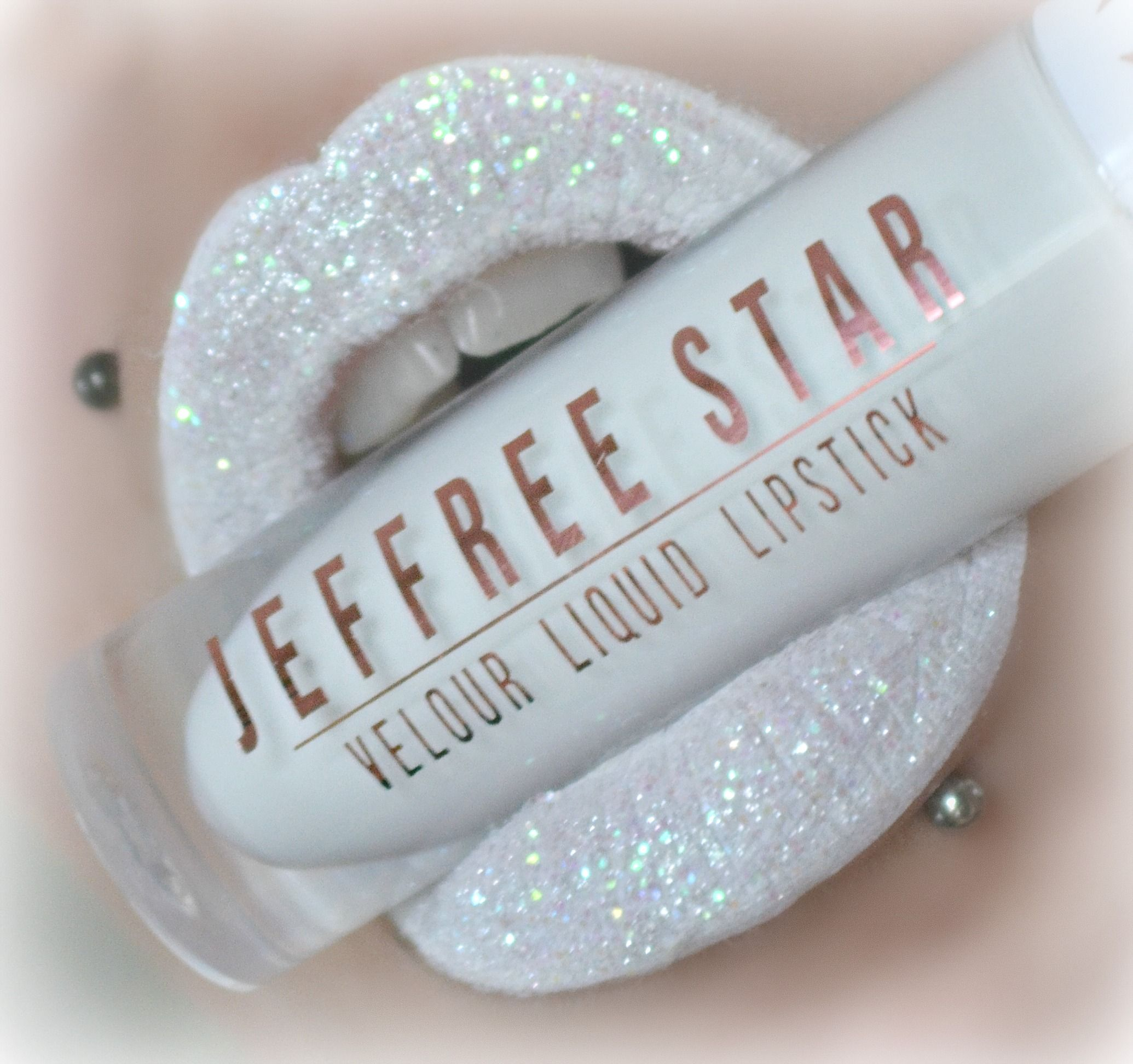 Jeffree Star Cosmetics swatch in 'drug lord' with glitter :D