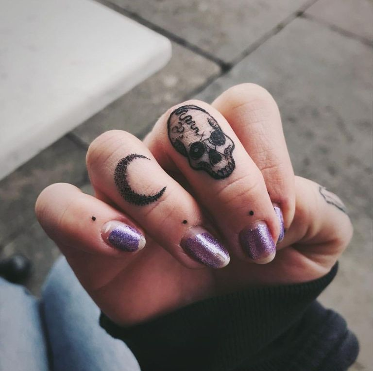 54 Charming Tiny Finger Tattoos Ideas - MATCHEDZ