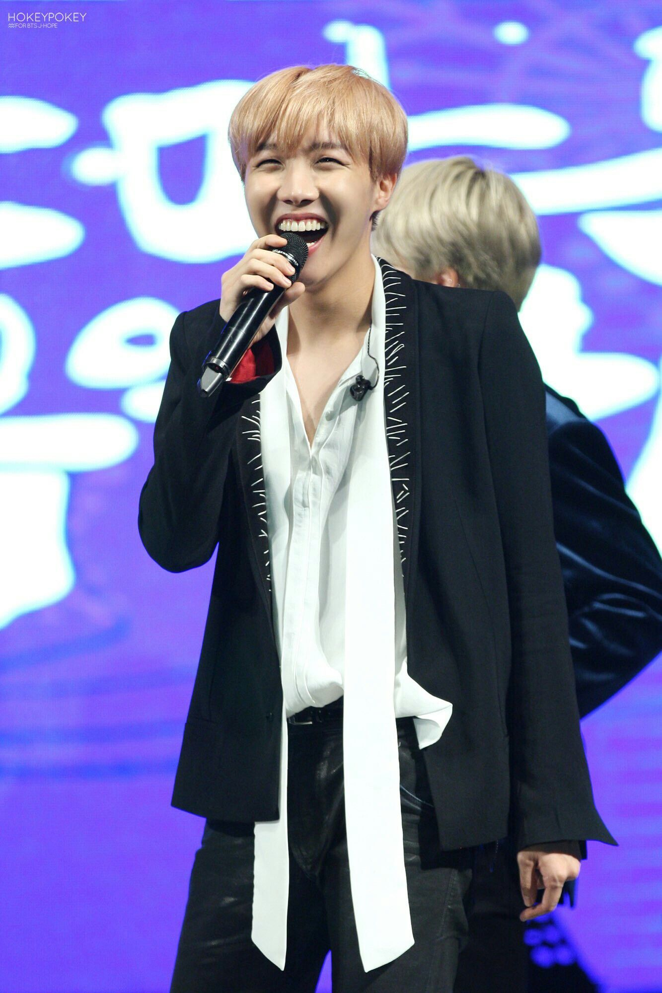 J-Hope ❤ BTS at the Geumsan County One Heart Concert / Nonsan Youth Winter Concert (161222) #BTS #방탄소년단