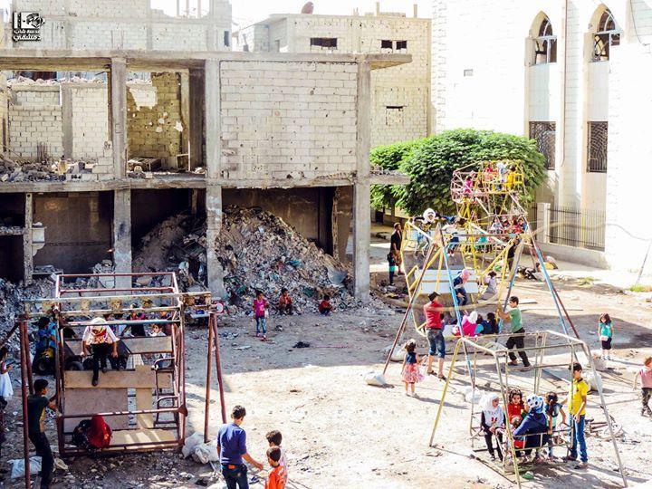 من بين الركام والدمار يبرق أمل جيل قادم العسالي دمشق في 12 9 2016 عيد الأضحى Asali Damascus On 12 9 2016 Eid Syria Damascus د Street View Photo Damascus