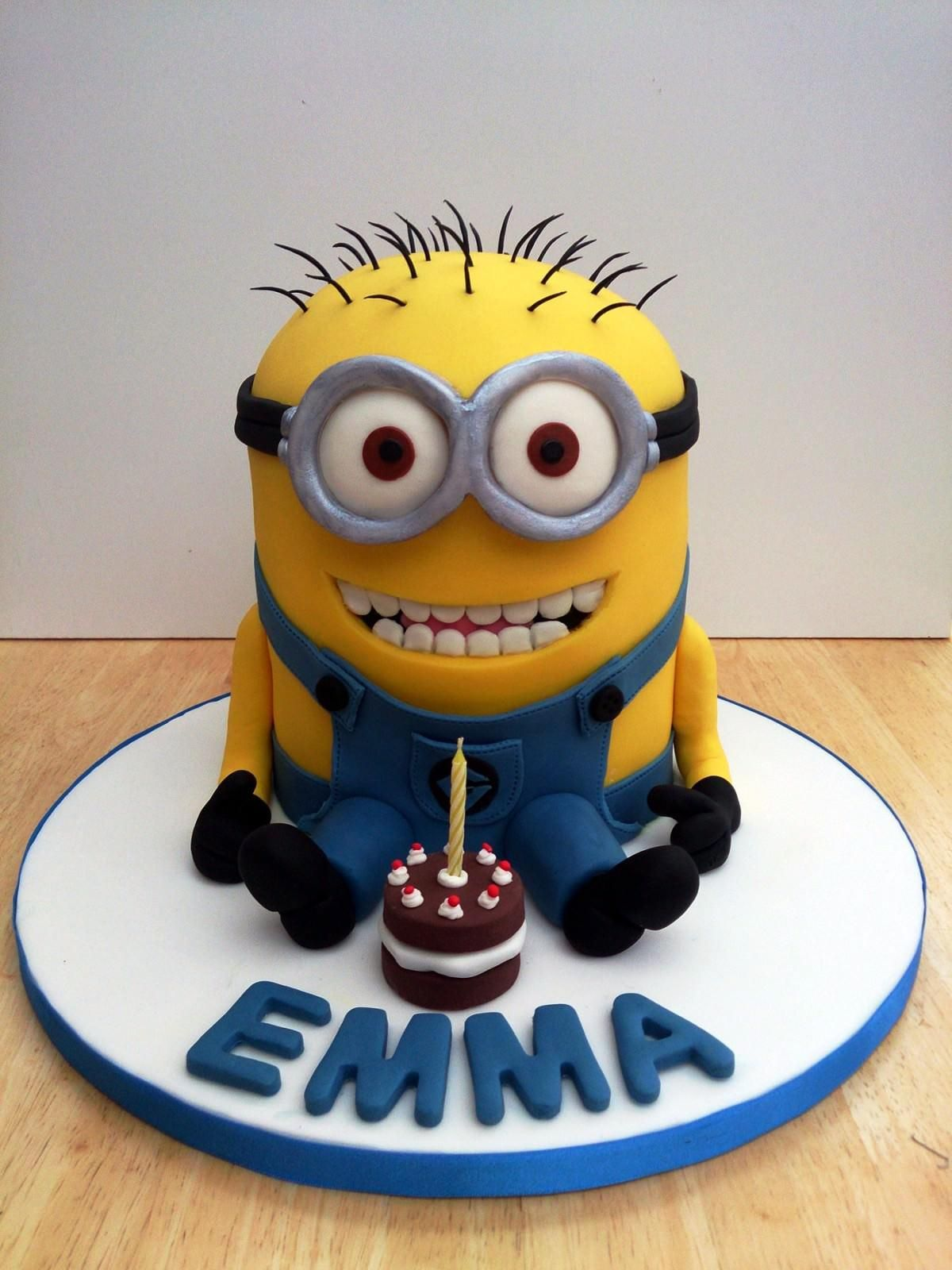 Groovy Despicable Me Birthday Cake The Cute Little Minions Funny Birthday Cards Online Fluifree Goldxyz