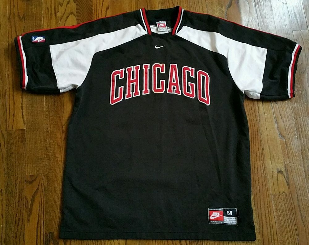 ae5c7afed89b22 Chicago Bulls Team Nike pullover warm up Shooting Jersey Shirt Men s Medium  Sewn  Nike  ChicagoBulls
