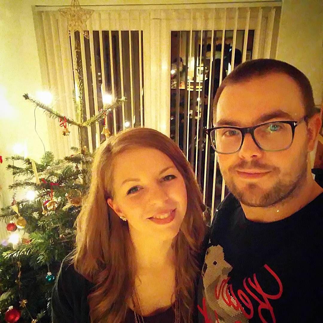 Marry Christmas to everyone on Instagram  Glædelig jul til jer alle  #Christmas #Jul #ChristmasSelfie #Selfie #XMas #ChristmasTree #JuleTræ #Lys #Lights #Hygge #Life #Love #MyBoo #Chick #Ølgod #Randers #Denmark #Vinter #Holiday #Celebrate #WishUponAStar #ForEver