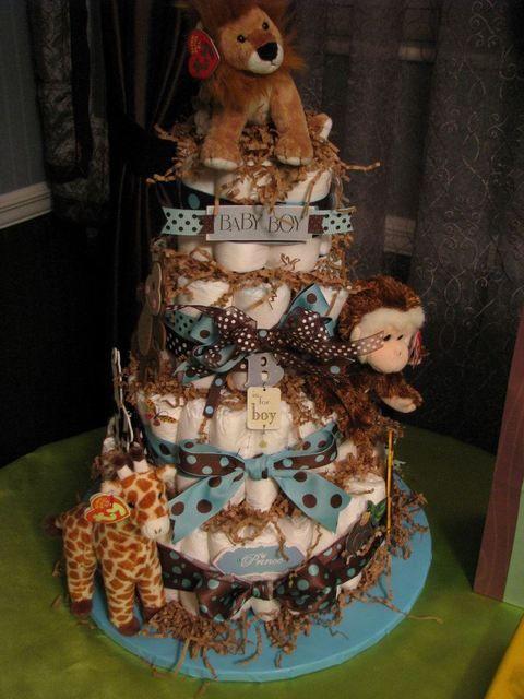 Jungle diaper cake.