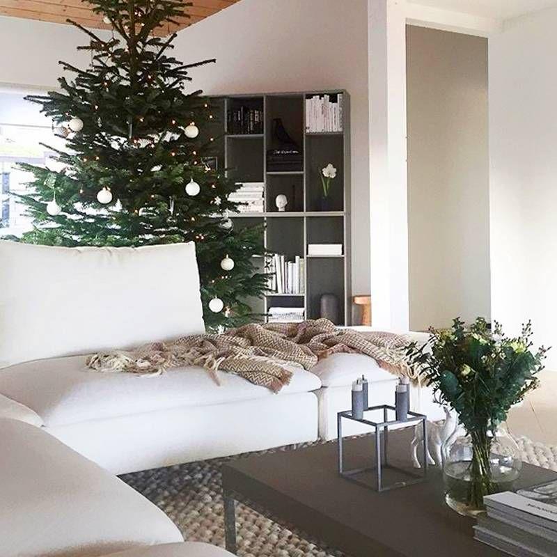 5 Christmas Coffee Table Decor Ideas From Interior Designers Mydomaine Christmas Coffee Table Decor Decorating Coffee Tables Decor