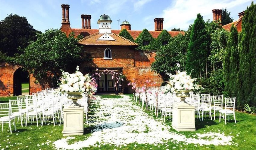 Marry me in an English Country garden. The best outdoor
