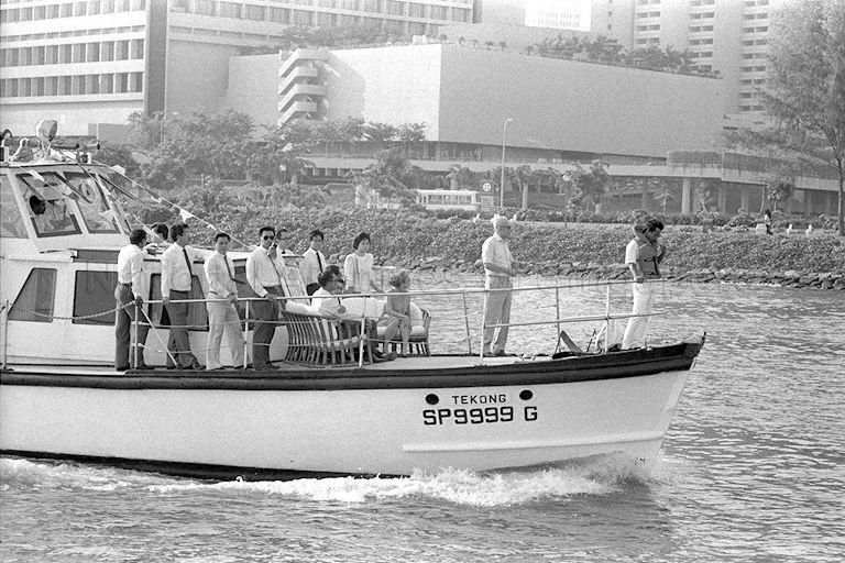 "1987 LEE KUAN YEW ONBOAT ""TEKONG"" RIDE DOWN THE"