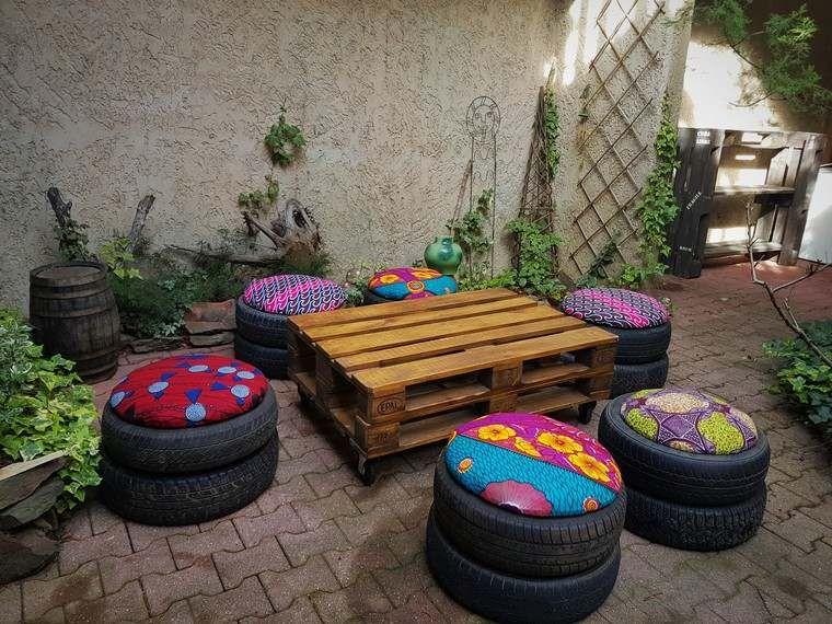 mobilier de jardin pas cher palette bois table basse pneus coussins deco diy en 2019