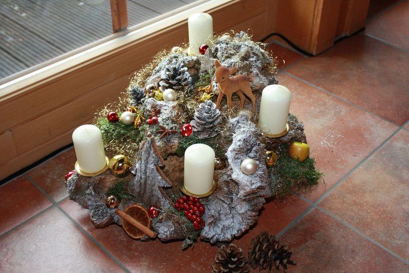 adventskranz adventsgesteck auf einer wurzel ein. Black Bedroom Furniture Sets. Home Design Ideas