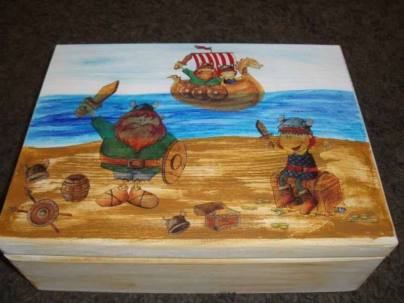 WIKINGER Spielzeugkiste aus Holz mittel von Piddys Workshop auf DaWanda.com
