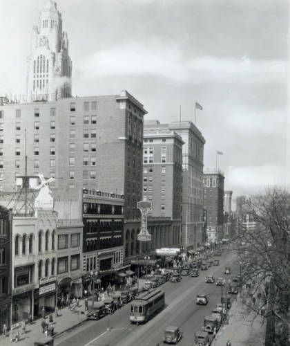 1925-1950 S High St looking north. The LeVeque Tower is visible to the west.