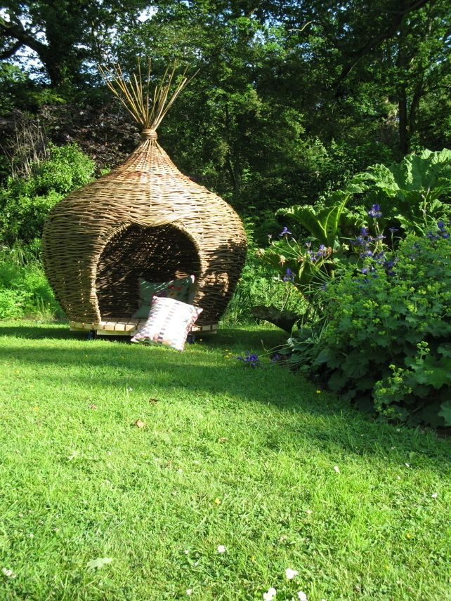 Onion shaped den or reading pod in woven willow, garden sculpture ...
