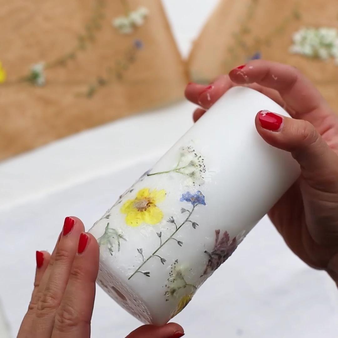 DIY - Kerzen mit getrockneten Blumen gestalten