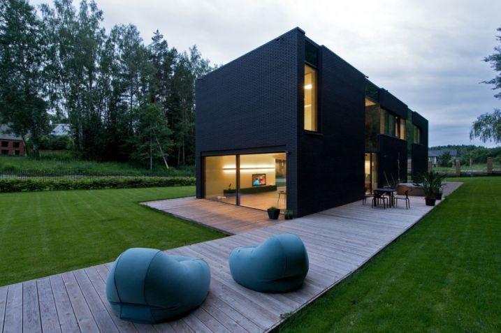Maison contemporaine en briques noires
