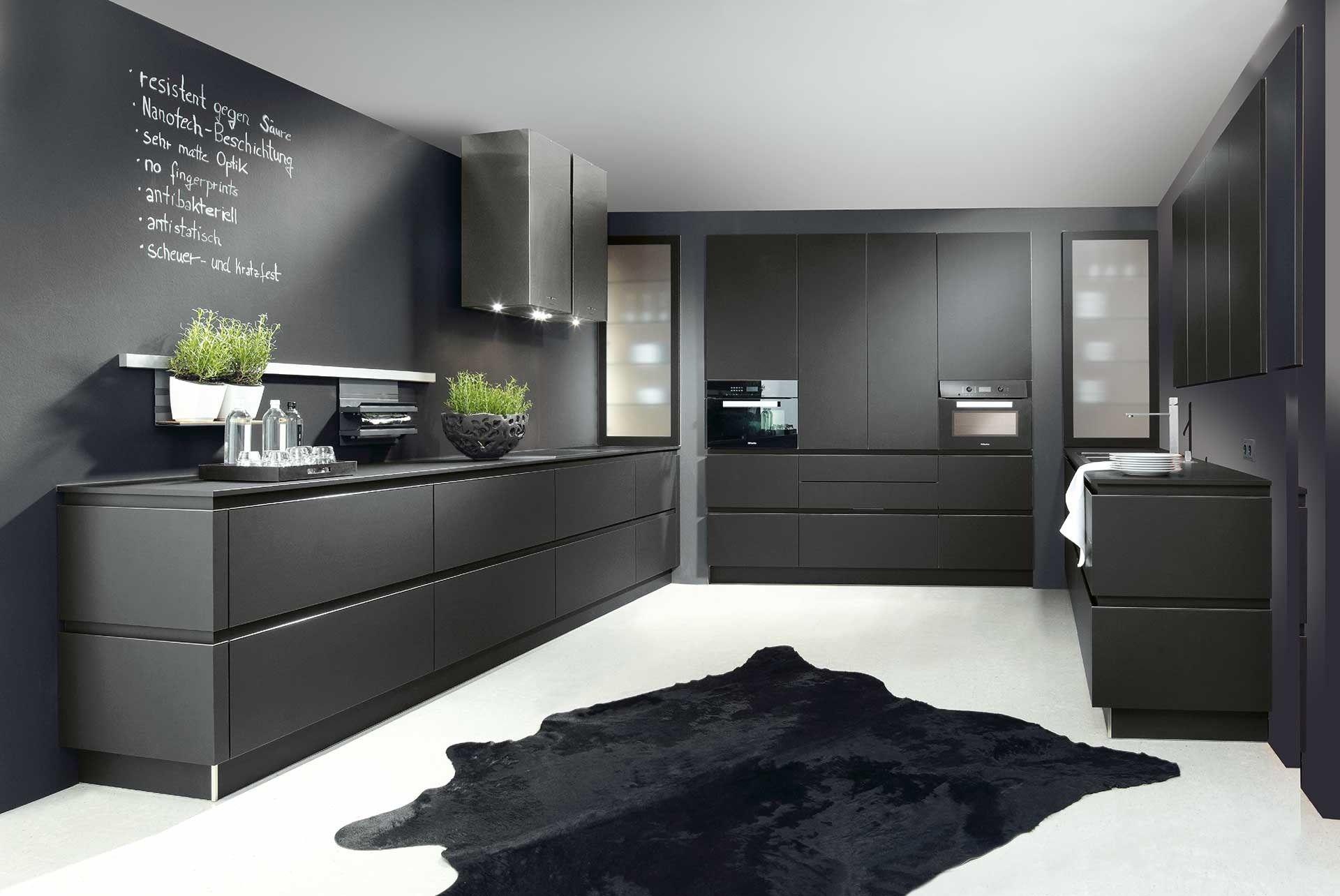 Greeploze moderne keuken in antraciet deze donkere keuken met