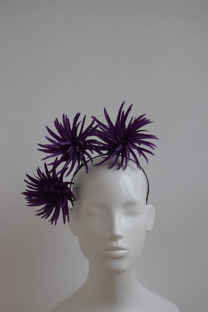 Artículos similares a Purple Flower Fascinator - Large Flower Fascinator - Purple Crown Hat - Racing Style Headpiece - Purple Flower Tiara - Contempory Headpiece en Etsy #fascinatorstyles