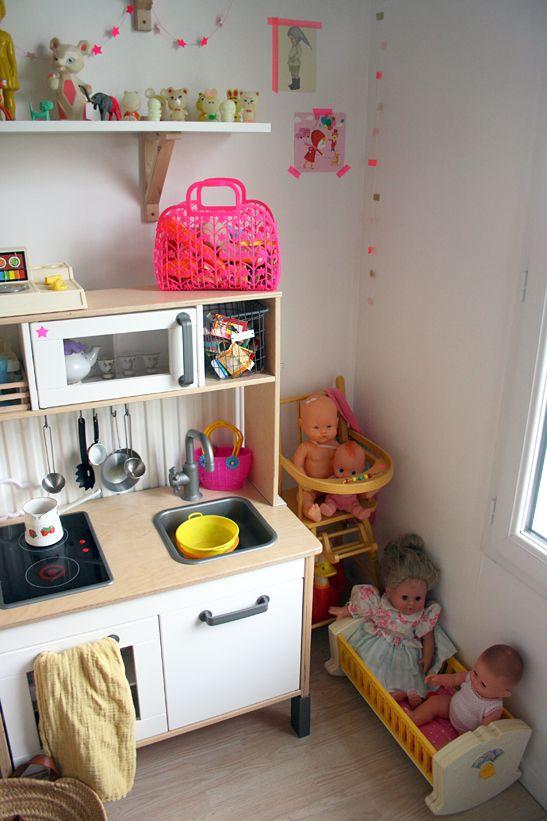 Une chambre pour deux enfants sac rose cuisine pour - Cuisine enfant ikea occasion ...