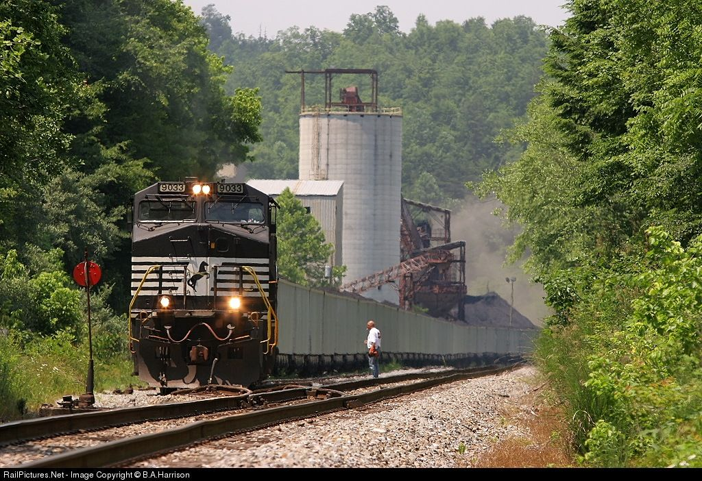 RailPictures.Net Photo: NS 9033 Norfolk Southern GE C40-9W (Dash 9-40CW) at Turley, Tennessee by B.A.Harrison