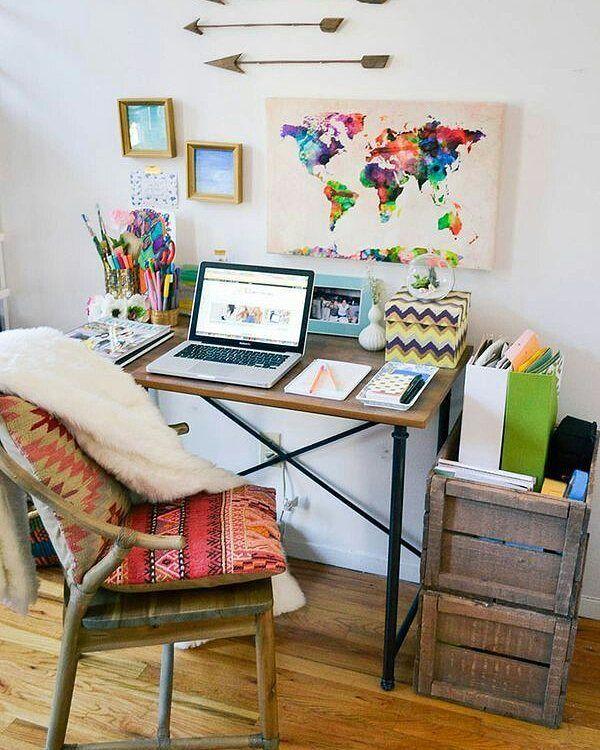 Bom dia Abril! Que seja produtivo e inspirador! Home Office em apê em NY para motivar.  #homeoffice #colainspira #decor
