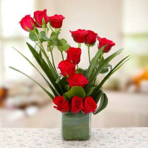 Red Romance In 2020 Flower Delivery Online Flower Delivery Birthday Flowers Bouquet