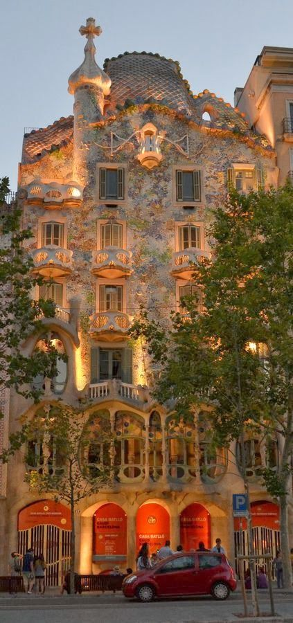 Casa Batll - Barcelona, Spain | Incredible Pictures - gefunden und gepinnt vom Immobilienmakler in Hannover: arthax-immobilien.de