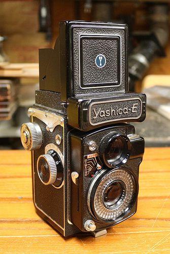 Yashica E 1964 1965 Vintage Cameras Classic Camera Twin Lens Reflex Camera