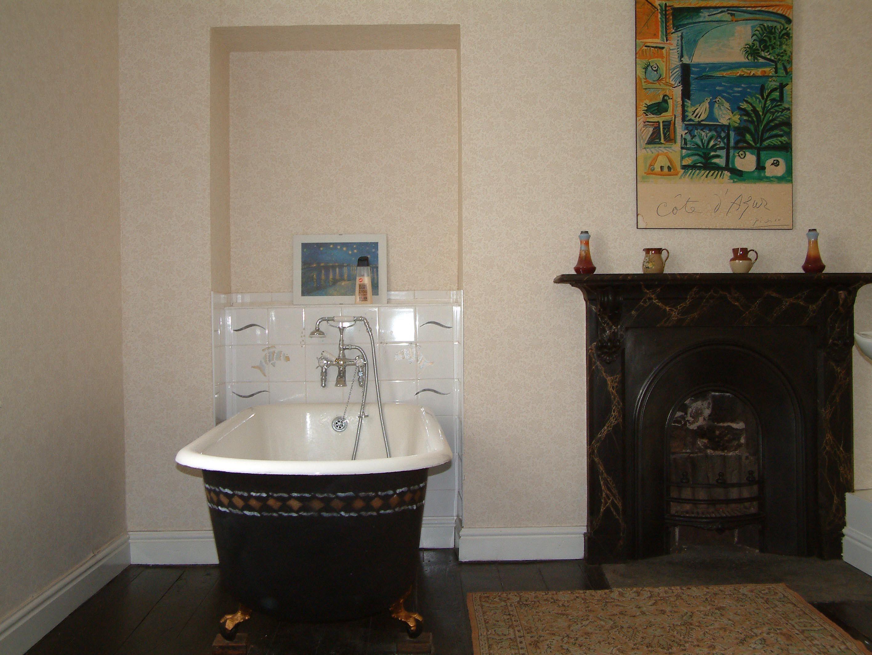 victorian bathroom   Victorian claw foot bathtub, Stenciling