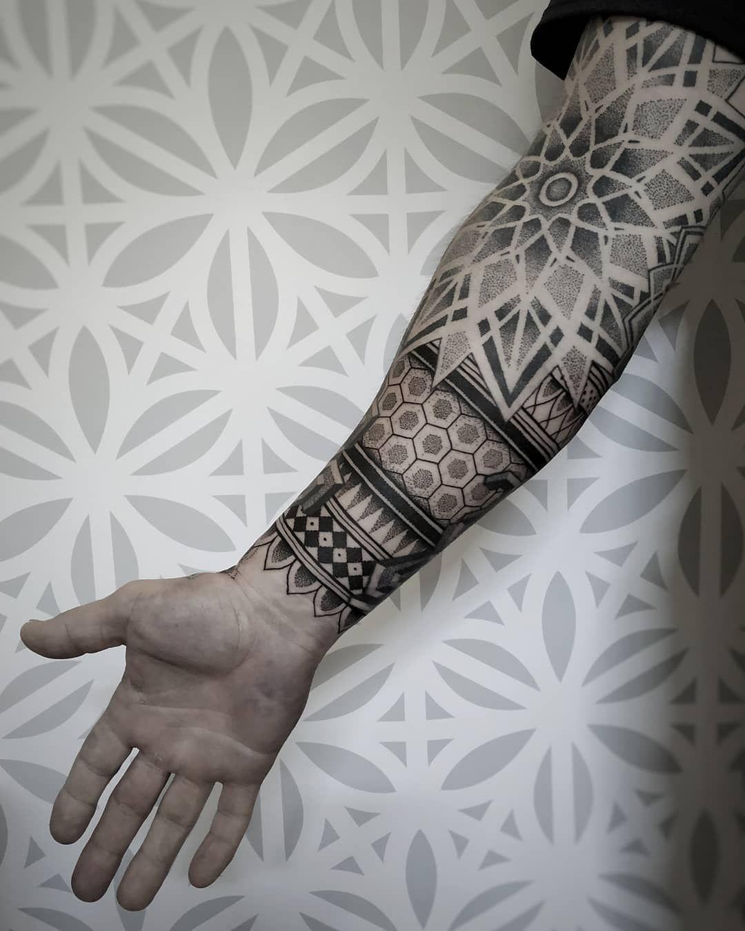 Pin De Daniel Lopes Em Ideias Em 2020 Tatuagem Masculina Braco Tatuagens Geometricas Tatuagem Masculina