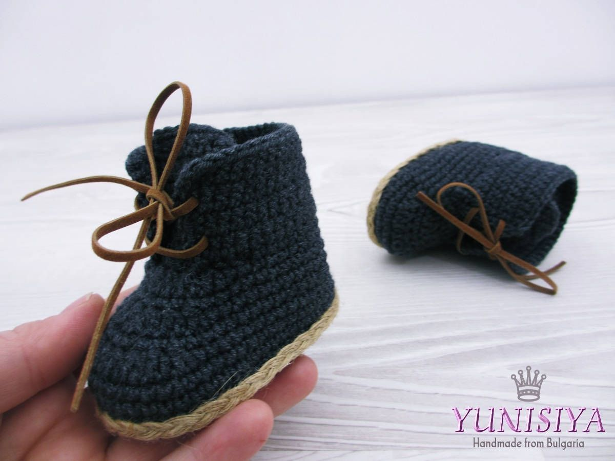 b53f5d4745504 Crochet baby booties Black boots Baby boots black baby boy boots ...