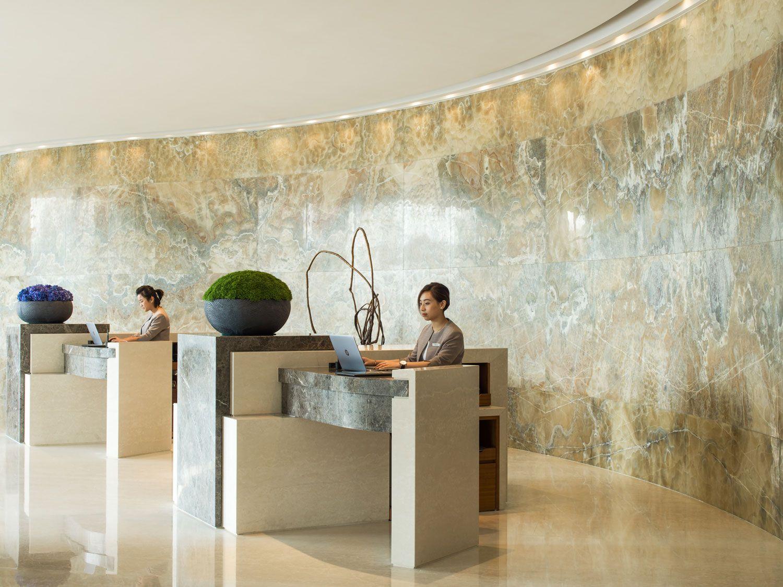 Inspirations de design d'intérieur pour la réception de votre hôtel de luxe. Vérifiez plus sur luxxu.net