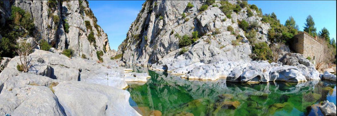 Piscines naturelles et cascades dans les pyr n es france for Piscine naturelle cascade