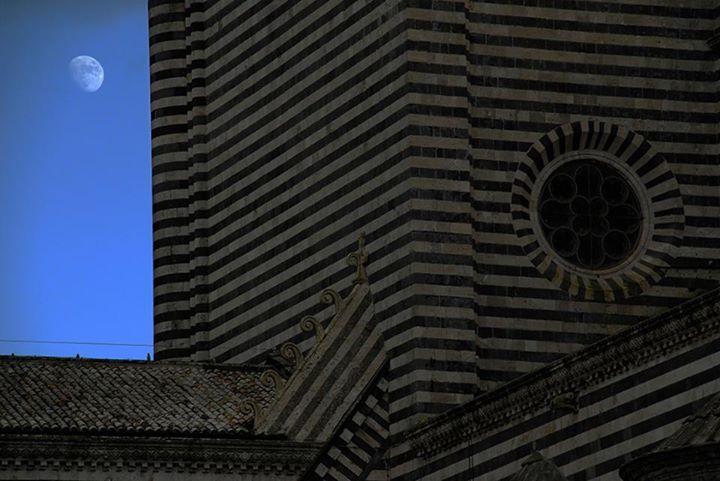 Luna a Orvieto, di Roberto Maggiani [Poesia] :: LaRecherche.it