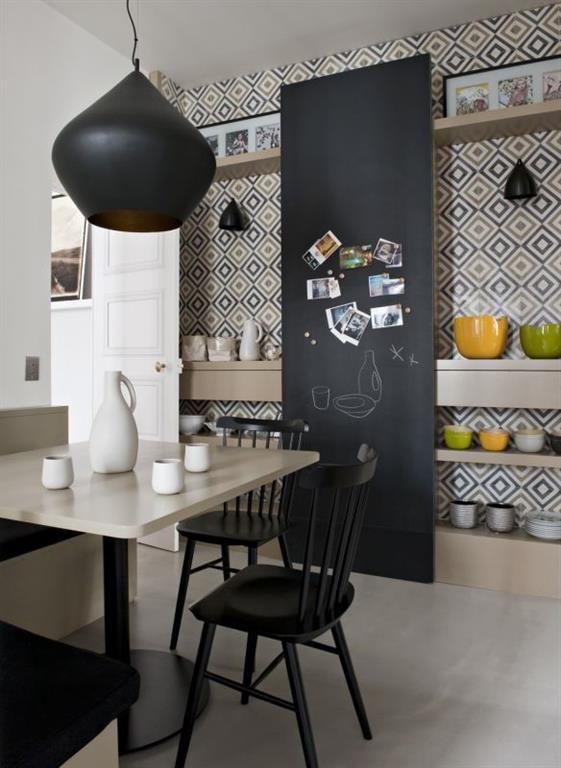 Cuisine Beige Et Noir Avec Carrelage A Motif Interior