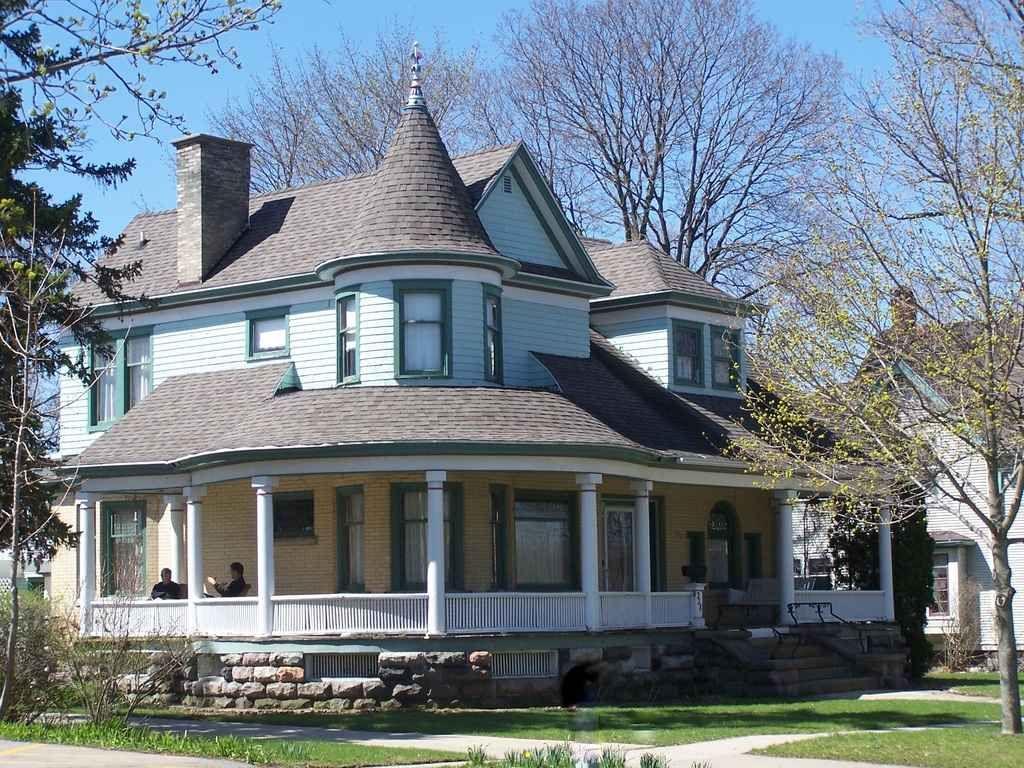 1904 Queen Anne   Hastings, MI   $150,000   Old House Dreams