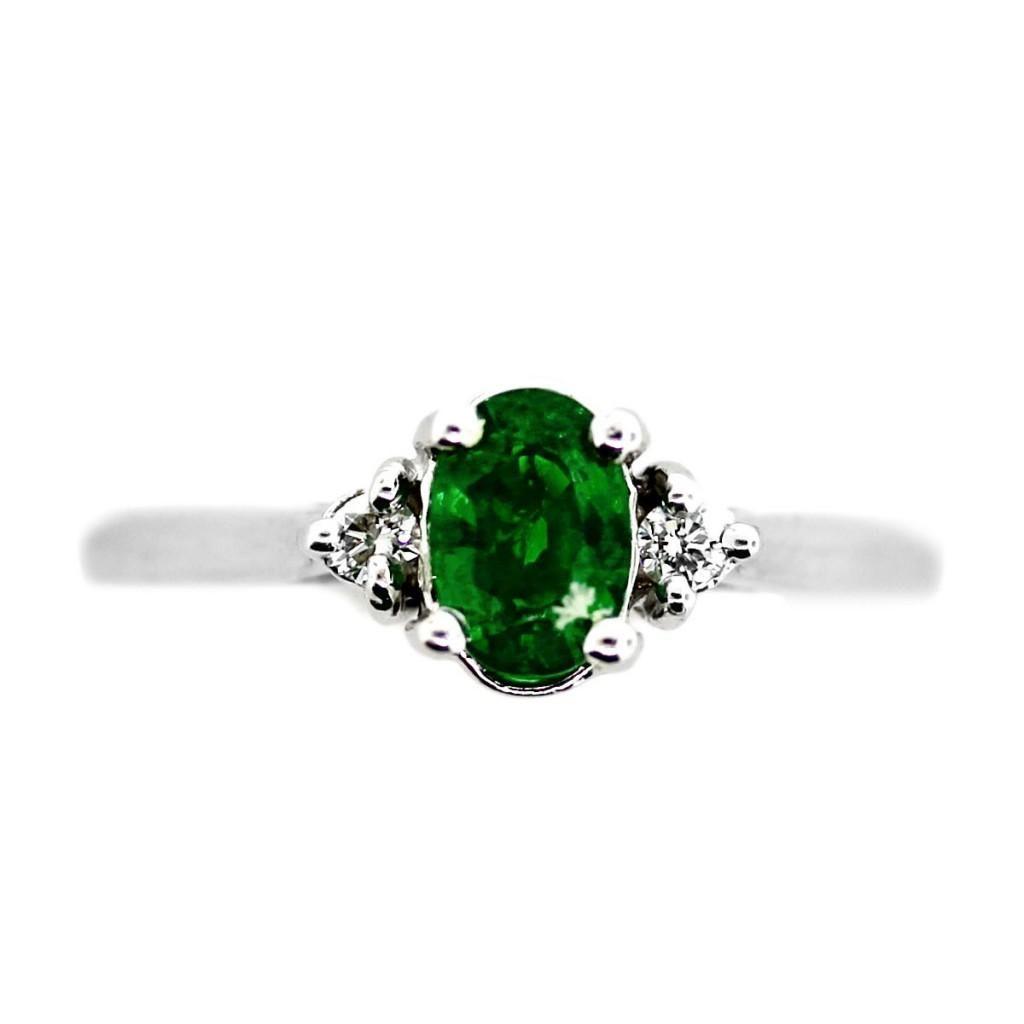 Lovely green stone ring