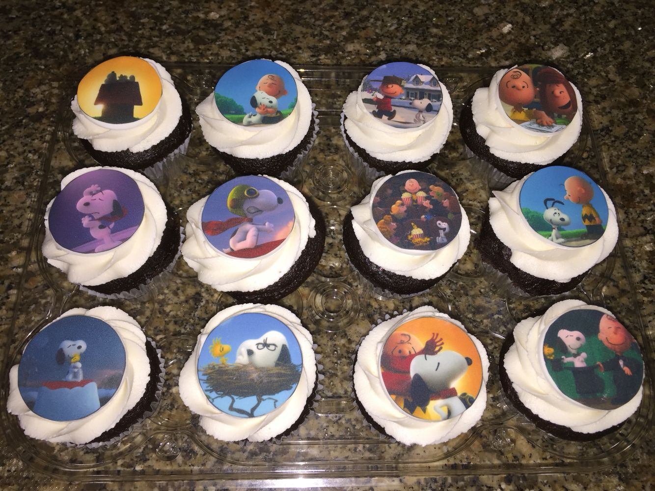 Snoopy peanuts characters cupcakes  www.daydreamcupcakes.com