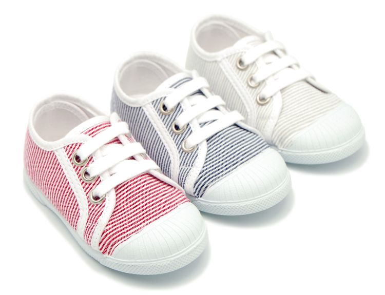 ffde6697 Tienda online de calzado infantil Okaaspain. Zapatilla tipo bamba de lona  con cordones y puntera