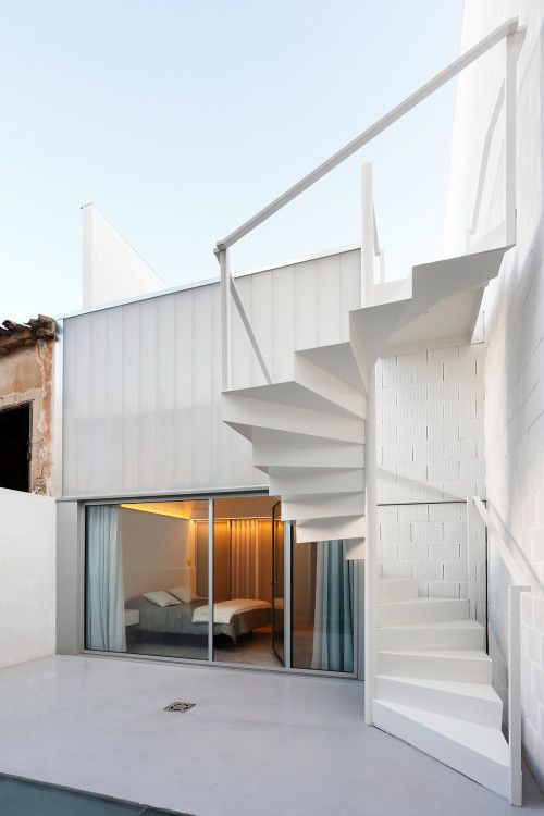 House # 20 Escalera, Escaleras exteriores y Escalera de caracol