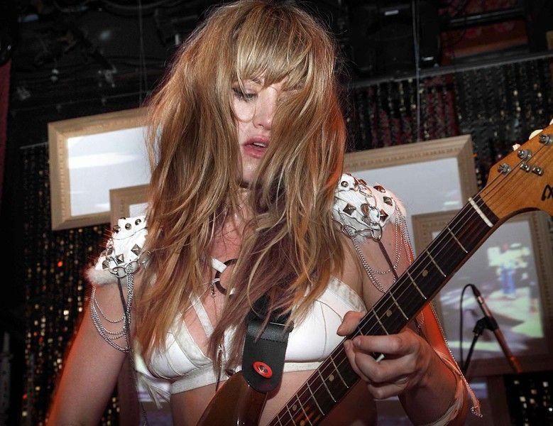 Lindsey Troy of Deap Vally