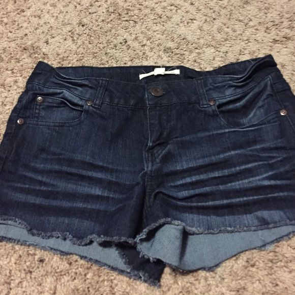 Denim shorts Denim shorts with a cute fade wash! Short with standard 5 pockets. Forever 21 Shorts Jean Shorts